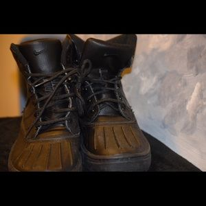 Black Woodside Waterproof Boots in Boys Size 6